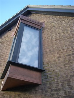 Triangular oriel windows